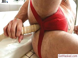 Muscled and tatooed girder stuffing his pain in the neck with dildo hard by gotmasked