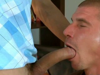 Cute hunk gives smile radiantly a raunchy and wet blow occupation