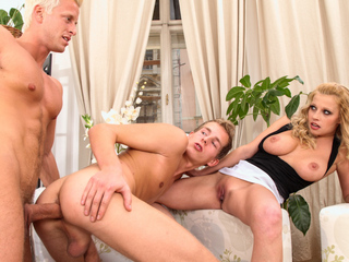 Youthful bi pair take an hitchhiker back home and fuck him !